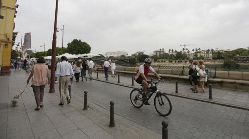 La calle Betis, sin vehículos