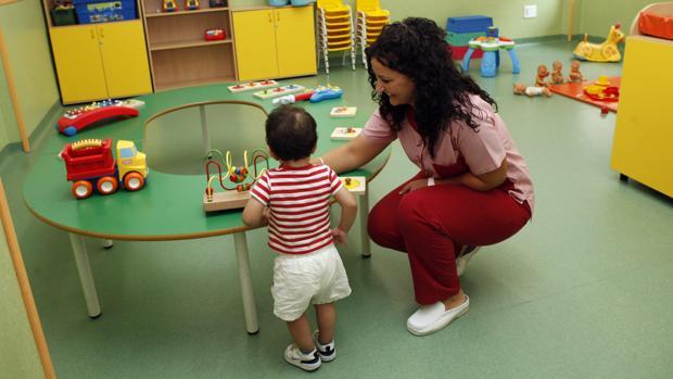 Las escuelas infantiles son una pieza clave para la conciliación familiar de los padres que trabajan fuera de casa