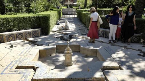 Una de las fuentes del patio de las Damas