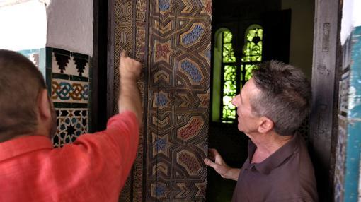 Los expertos muestran una puerta del siglo XIX
