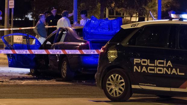Vehículo en el que se ha localizado el cadáver de un hombre carbonizado en Palmas Altas