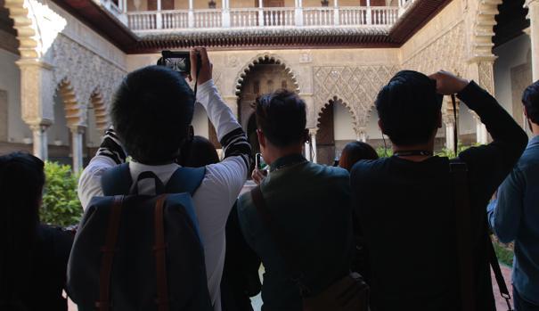 La imposición de una tasa turística abriría una nueva brecha entre el Ayuntamiento sevillano y los hosteleros