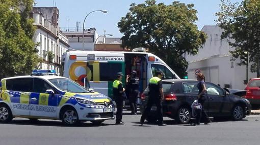 Al lugar del accidente han acudido Policía Local y servicios sanitarios