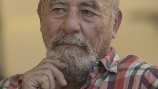 Ortiz Nuevo, licenciado en Ciencias Políticas, es investigador, actor, director, flamencólogo, escritor y poeta