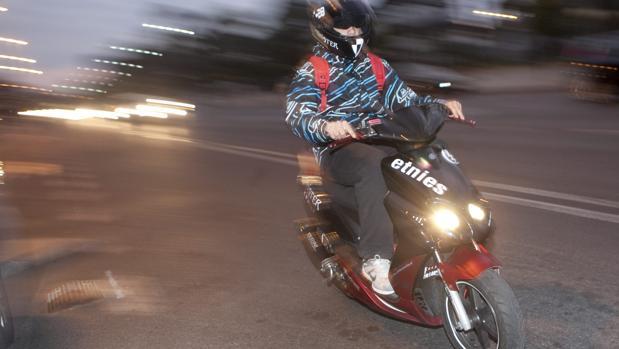 Imagen de archivo de un ciclomotor