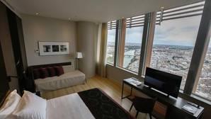 El hotel de Torre Sevilla inaugura sus habitaciones de las plantas 25 a la 36