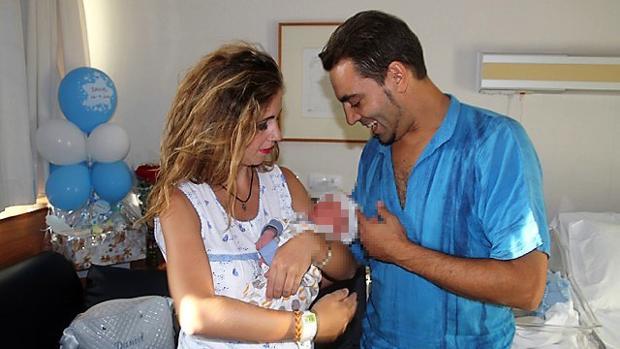Laura de los Ángeles con su hijo Daniel