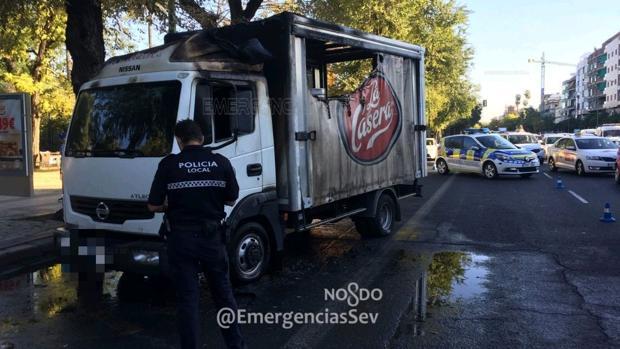 Estado en el que quedó el camión tras arder