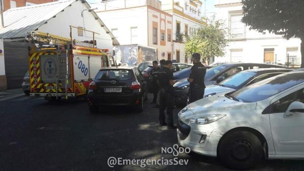 Bomberos y Policía Local se personaron en el edificio de viviendas en la Macarena