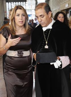 Susana Díaz, junto al rector de la US
