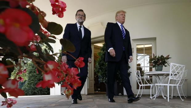 El presidente de España, Mariano Rajoy, junto al presidente de Estados Unidos, Donald Trump