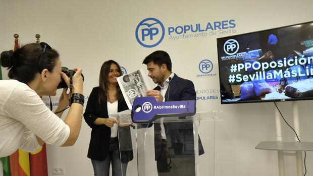 Beltrán Pérez y Evelia Rincón en rueda de prensa