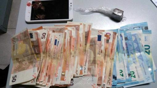 El detenido llevaba encima 3.200 euros en billetes de 50 y 20