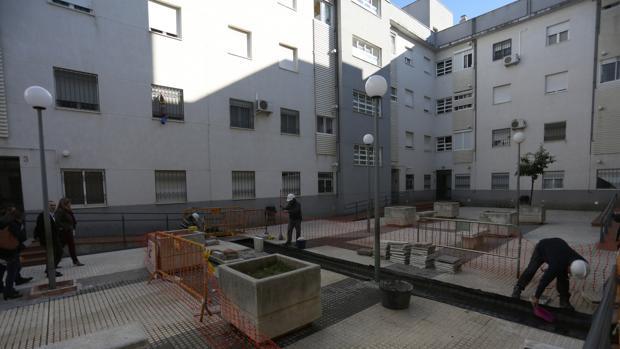 Obras en un bloque de viviendas de Emvisesa, en una imagen del año pasado
