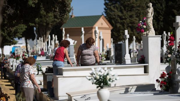 Una imagen de archivo del cementerio de Sevilla