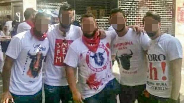 La imagen que se tomaron los cinco acusados al aterrizar en los Sanfermines de 2016