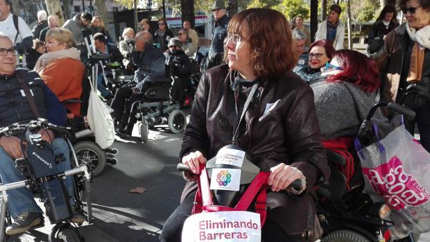Decenas de personas, concentradas en Plaza Nueva para llegar hasta La Campana