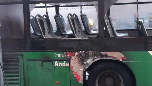 Detalle del autobús tras el incendio