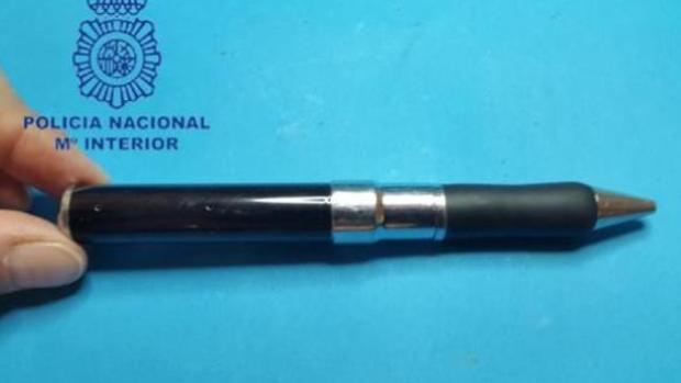 Imágen de archivo de la Policía de un bolígrafo con cámara