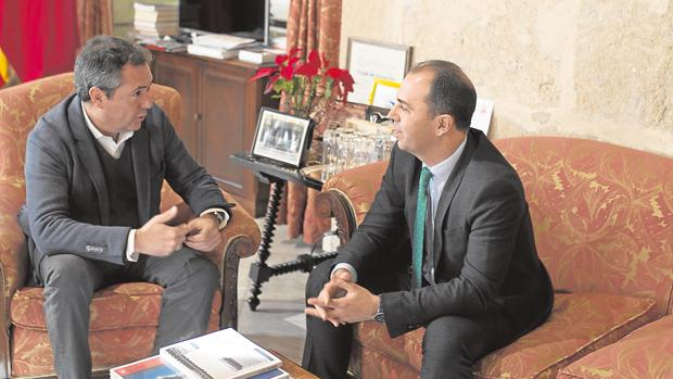 Juan Espadas y Javier Millán durante su reunión de este martes