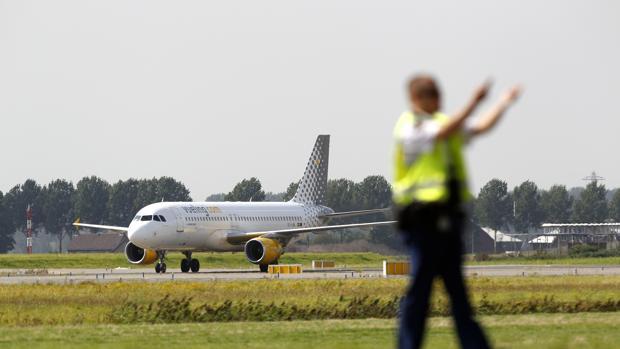 Un avión de Vueling en el aeropuerto