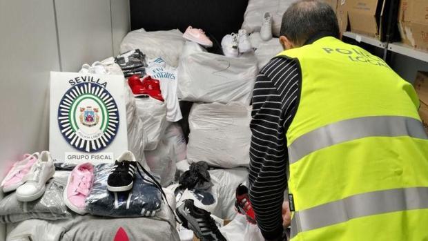 La Policía se ha incautado de más de 2.000 prendas falsificadas