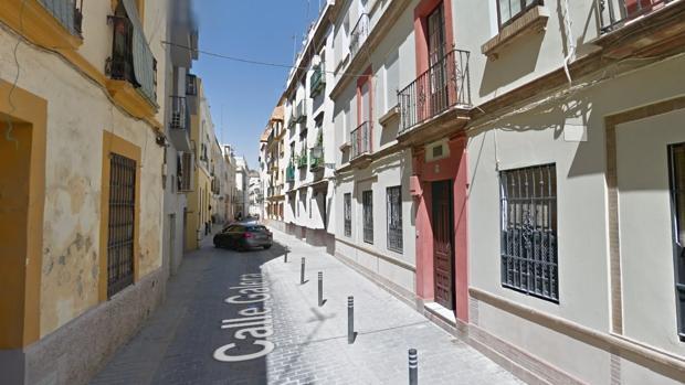 El edificio se encuentra en la calle Galera, en el barrio del Arenal