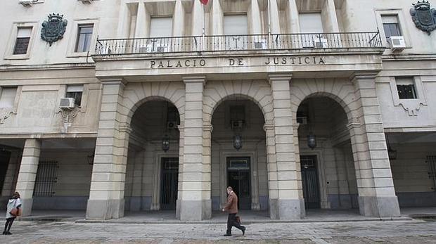 La Audiencia le ha impuesto además el pago de una indemnización de 69.000 euros a las víctimas de los abusos