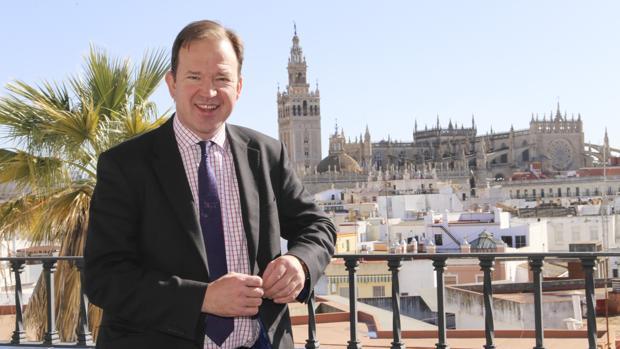 El ministro de Transportes de Reino Unido, Jesse Norman, en Sevilla