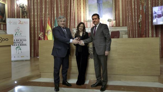 Antonio Tajani recibe el premio Jiménez-Becerril