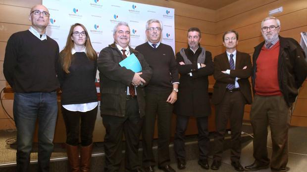 Grupo de trabajo formado por intensivistas, internistas, preventivistas y dirección médica junto a J. Miguel Cisneros