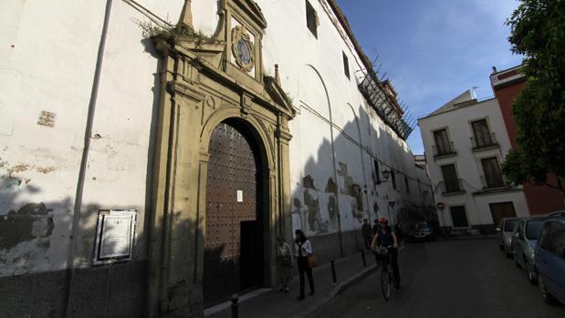 Puerta de la iglesia del convento de San Leandro