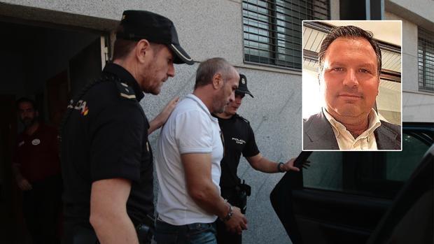 El socialista Ismael Perea, en el recuadro, ha sido implicado en la trama por el Dioni de Almensilla (en la foto principal)