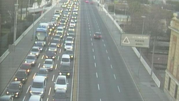 Tráfico intenso en Sevilla
