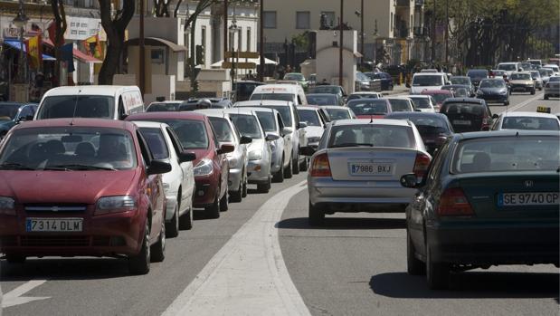 Tráfico intenso de vehículos en Paseo Colón