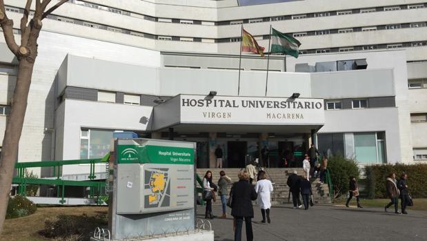 Entrada principal del Hospital Universitario Virgen Macarena