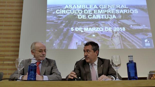 Beltrán Calvo, junto al alcalde de Sevilla, Juan Espadas