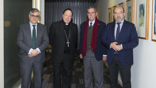 De izquierda a derecha, Antonio Zafra, el reverendo Juan del Río, Gonzalo Rodríguez de Austria y Ángel Expósito, miembros del jurado