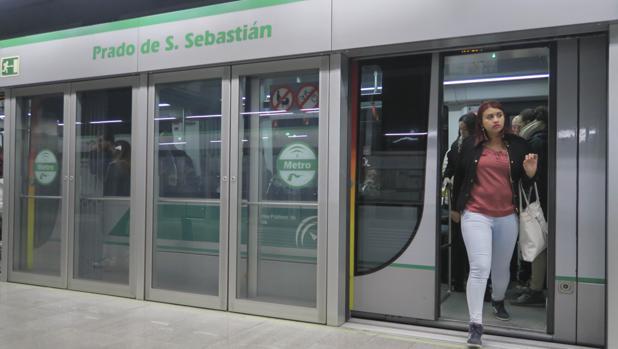 Parada de la línea 1 del metro de Sevilla en el Prado