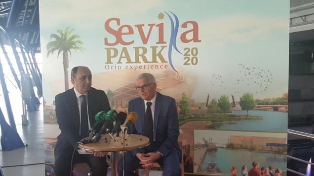 Manuel Saucedo y Xavier Baltrolí, responsables de Sevilla Park, presentando el proyecto