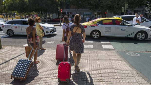 Una de las jornadas de huelga del taxi en Sevilla