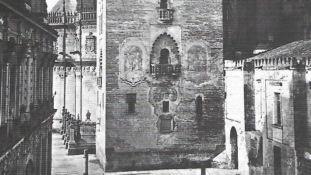 La foto de Laurent de 1879 donde aún se apreciaban las pinturas murales