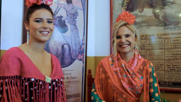 Cayetana Rivera y Eugenia Martínez de Irujo en la Feria de Abril de Sevilla
