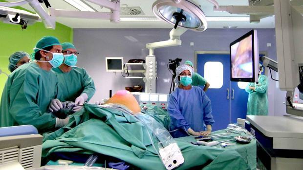 Una de las cirugías retransmitidas