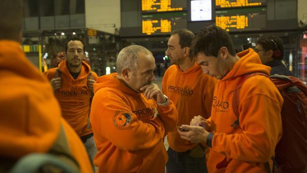 Los bomberos de Sevilla en la estación de Santa Justa