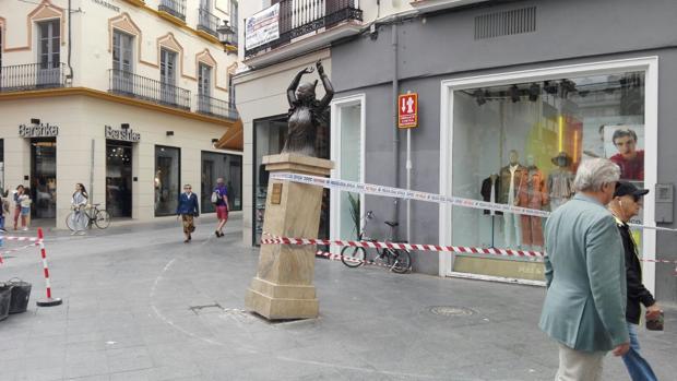 Escultura de Pastora Imperio en el Centro de Sevilla