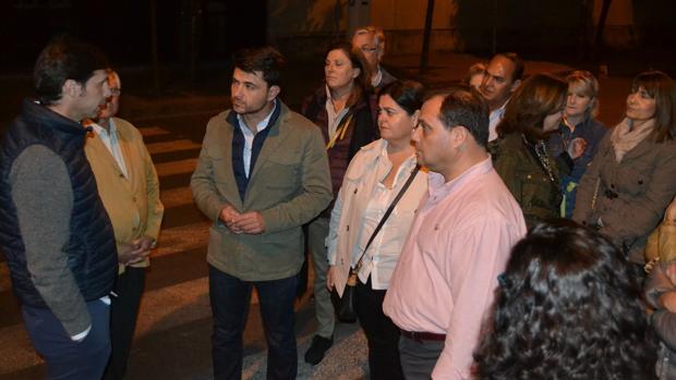 El popular Beltrán Pérez, con los vecinos de Viapol