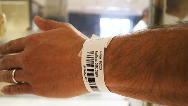 Pulsera con los datos del paciente desconocido