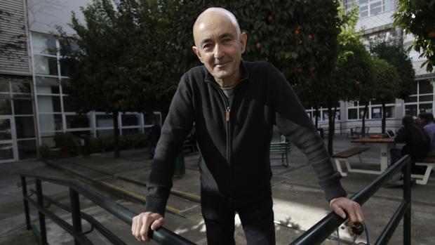 Alfredo Oliva, psicólogo especializado en adolescencia, imparte clases de Psicología del Desarrollo en la Facultad de Psicología de Sevilla