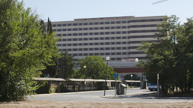 Fachada principal del hospital Militar de Sevilla